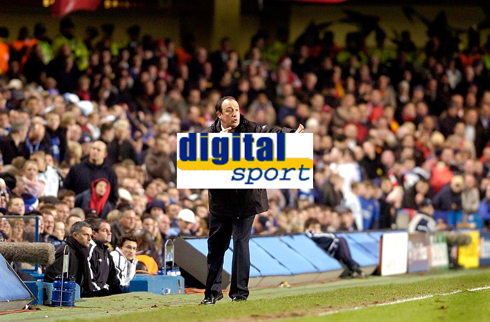 Photo: Leigh Quinnell.<br /> Chelsea v Liverpool. UEFA Champions League. <br /> 06/12/2005. Liverpool manager Rafael Benitez can't find a way for his team to score.