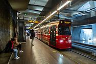 Den Haag. Grote Markt. Tramhalte in de tramtunnel. Foto: Gerrit de Heus