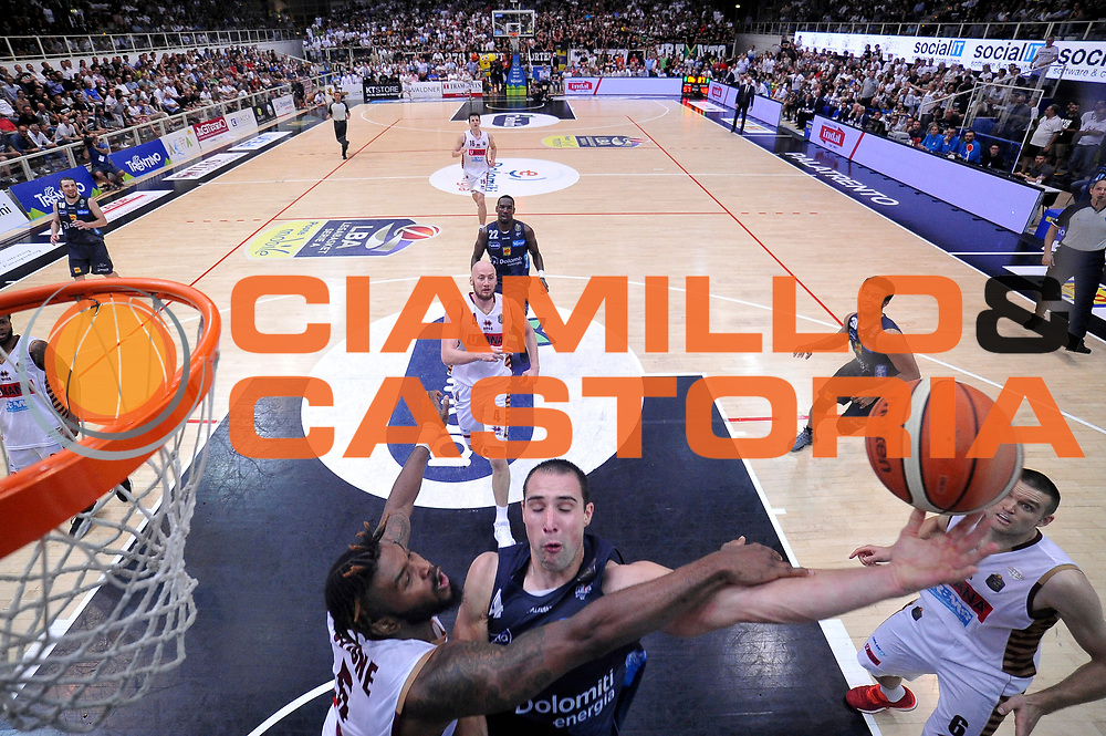 Aaron Craft, Julian Stone<br /> Dolomiti Energia Aquila Basket Trento - Umana Reyer Venezia<br /> Lega Basket Serie A 2016/2017<br /> Playoff, finale gara 4<br /> Trento, 16/06/2017<br /> Foto M.Ceretti / Ciamillo-Castoria