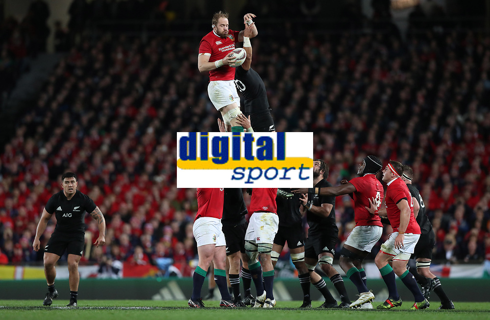 Rugby Union - 2017 British &amp; Irish Lions Tour of New Zealand - Third Test: New Zealand vs. British &amp; Irish Lions<br /> <br /> Alun Wyn Jones of The British and Irish Lions wins a ball from Ardie Savea of The All Blacks  at Eden Park.<br /> <br /> COLORSPORT/LYNNE CAMERON