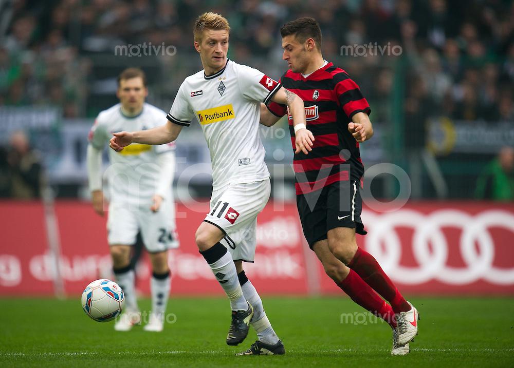 FUSSBALL   1. BUNDESLIGA   SAISON 2011/2012   25. SPIELTAG Borussia Moenchengladbach - SC Freiburg              10.03.2012 Marco Reus (li, Borussia Moenchengladbach) gegen Daniel Caligiuri (re, SC Freiburg)