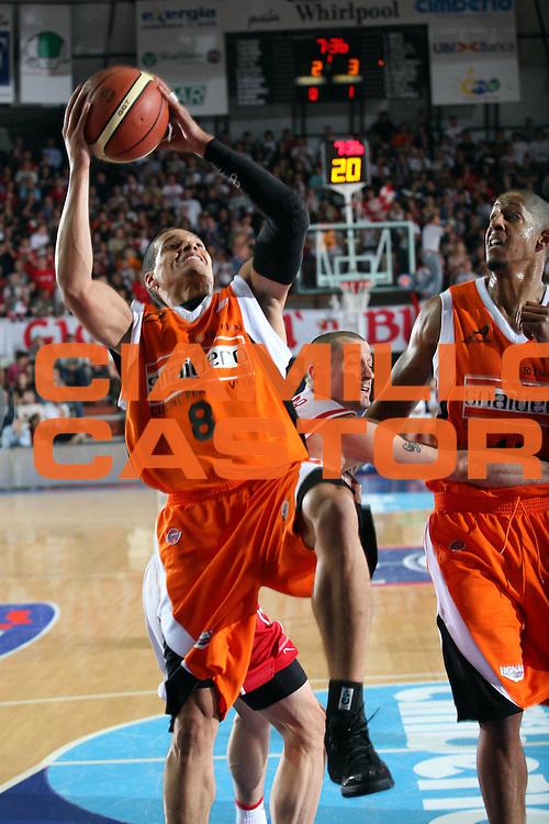 DESCRIZIONE : Varese Lega A1 2007-08 Cimberio Varese Snaidero Udine<br /> GIOCATORE : Nate Green<br /> SQUADRA : Snaidero Udine<br /> EVENTO : Campionato Lega A1 2007-2008<br /> GARA : Cimberio Varese Snaidero Udine<br /> DATA : 06/10/2007<br /> CATEGORIA : Tiro<br /> SPORT : Pallacanestro<br /> AUTORE : Agenzia Ciamillo-Castoria/S.Ceretti<br /> Galleria : Lega Basket A1 2007-2008<br /> Fotonotizia : Varese Campionato Italiano Lega A1 2007-2008 Cimberio Varese Snaidero Udine<br /> Predefinita : Si