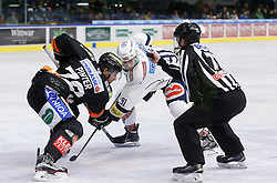06.12.2015, Eisstadion Liebenau, Graz, AUT, EBEL, Moser Medical Graz 99ers vs EC VSV, 28. Runde, im Bild Philipp Pinter (Moser Medical Graz 99ers) und Miha Verlic (EC VSV) // during the Erste Bank Icehockey League 28th Round match between Moser Medical Graz 99ers and EC VSV at the Ice Stadium Liebenau, Graz, Austria on 2015/12/06, EXPA Pictures © 2015, PhotoCredit: EXPA/ Erwin Scheriau