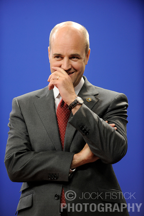 Fredrik Reinfeldt, Sweden's prime minister and standing president of the European Council, waits to greet the EU heads of state as they arrive for the European Summit at the EU headquarters in Brussels, Belgium, on Thursday, Sept. 17, 2009. European Union leaders may call for sanctions on banks that pay excessive bonuses, fearing that runaway executive pay could trigger another financial crisis, a draft text showed. (Photo © Jock Fistick) *** Local Caption *** Fredrik Reinfeldt.