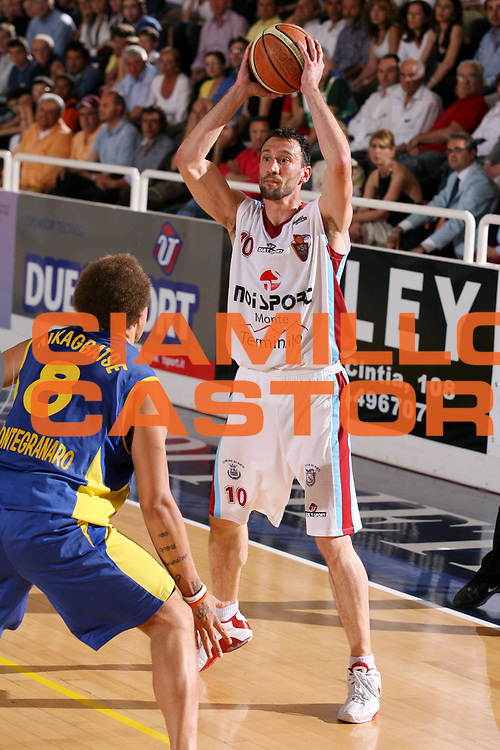 DESCRIZIONE : Rieti Lega A2 2005-06 Play Off Finale Gara 1 Noi Sport Monte Terminillo Rieti Premiata Monegranaro <br /> GIOCATORE : Feliciangeli <br /> SQUADRA : Noi Sport Monte Terminillo Rieti <br /> EVENTO : Campionato Lega A2 2005-2006 Play Off Finale Gara 1 <br /> GARA : Noi Sport Monte Terminillo Rieti Premiata Monegranaro <br /> DATA : 28/05/2006 <br /> CATEGORIA : Passaggio <br /> SPORT : Pallacanestro <br /> AUTORE : Agenzia Ciamillo-Castoria/G.Ciamillo