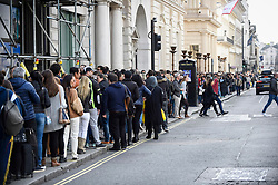 © Licensed to London News Pictures. 07/10/2018. LONDON, UK.  Brazilians in London queue to cast their vote at the Embassy of Brazil near Trafalgar Square, for the Brazilian Presidential elections.  Far-right candidate Jair Bolsonaro is the front runner against left-wing candidate for the Workers' Party, Fernando Haddad. Photo credit: Stephen Chung/LNP