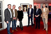 Onthulling van de Mies Bouwman Foyer in het Beatrix Theater Utrecht.<br /> <br /> Op de foto:  v.l.n.r. Albert Verlinde, zoon Joost Timp, Mies Timp, Robert ten Brink, burgemeester Jan van Zanen en Albert Arp CEO Jaarbeurs Holding