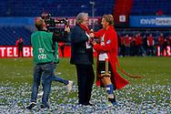 24-04-2016 VOETBAL: KNVB BEKERFINALE FEYENOORD-FC UTRECHT: ROTTERDAM <br /> <br /> Dirk Kurt van Feyenoord met Lee Towers op het veld met Youll never walk alone<br /> <br /> foto: Geert van Erven