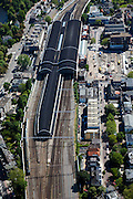 Nederland, Noord-Holland, Haarlem, 12-05-2009; Station met Stationsbuurt, links Kennemerplein.Swart collectie, luchtfoto (toeslag); Swart Collection, aerial photo (additional fee required).foto Siebe Swart / photo Siebe Swart