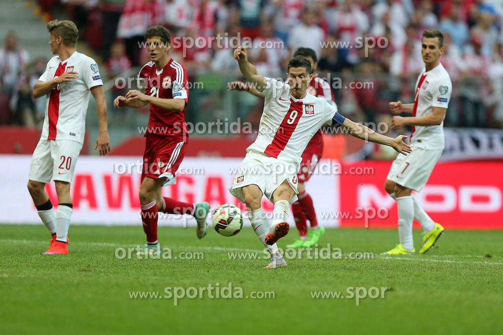 13.06.2015, Nationalstadion, Warschau, POL, UEFA Euro 2016 Qualifikation, Polen vs Greorgien, Gruppe D, im Bild ROBERT LEWANDOWSKI - RADOSC, BRAMKA, GOL // during the UEFA EURO 2016 qualifier group D match between Poland and Greorgia at the Nationalstadion in Warschau, Poland on 2015/06/13. EXPA Pictures &copy; 2015, PhotoCredit: EXPA/ Pixsell/ LUKASZ GROCHALA/CYFRASPORT<br /> <br /> *****ATTENTION - for AUT, SLO, SUI, SWE, ITA, FRA only*****