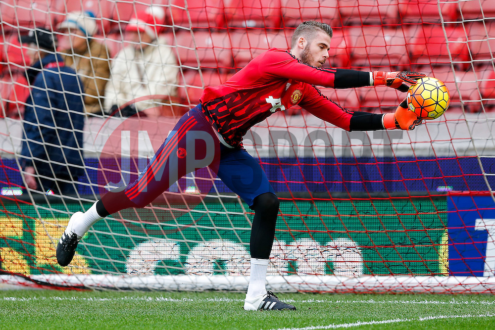 David De Gea of Manchester United warms up - Mandatory byline: Rogan Thomson/JMP - 26/12/2015 - FOOTBALL - Britannia Stadium - Stoke, England - Stoke City v Manchester United - Barclays Premier League - Boxing Day Fixture.