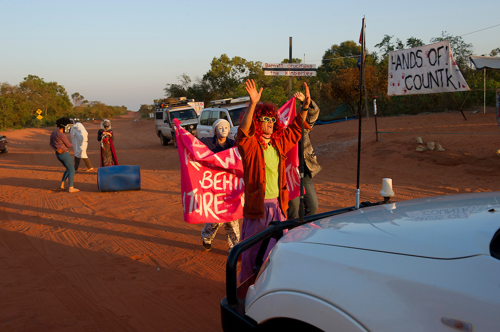 Protesters camp beside the road leading to the planned LNG gas hub at  James Price Point, near Broome, Kimberley, Western Australia. Photograph by David Dare Parker °SOUTH