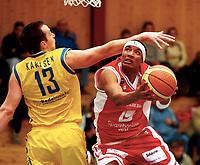 Basket , BLNO<br /> 1. Semifinale <br /> Vollenhallen 04.03.08<br /> <br /> Calix Black Ndiaye mot Ronny Karlsen