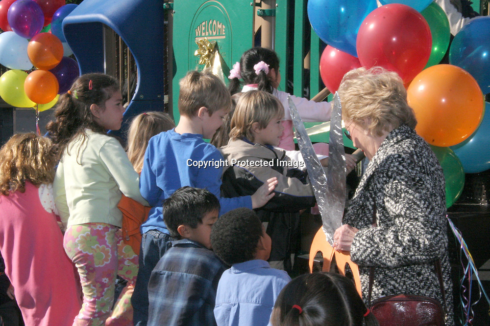 Anne Douglas meeting with the kids<br />