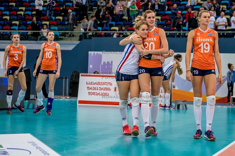 01-10-2017 AZE: Final CEV European Volleyball Nederland - Servie, Baku<br /> Nederland verliest opnieuw de finale op een EK. Servi&euml; was met 3-1 te sterk / Kirsten Knip #1 of Netherlands, Tessa Polder #20 of Netherlands, Nika Daalderop #19 of Netherlands