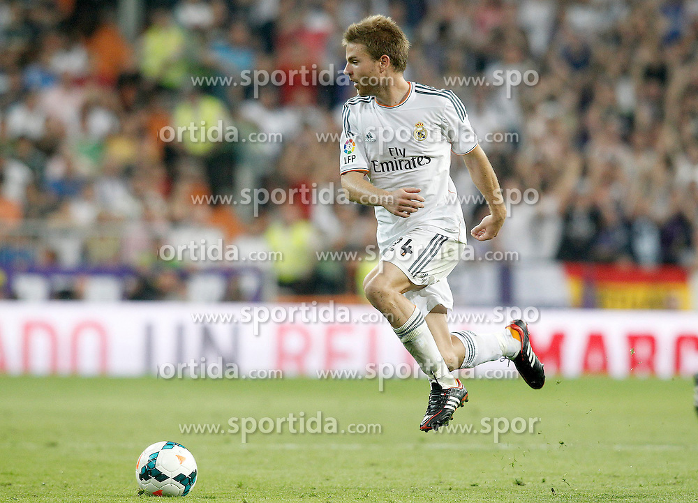 22.09.2013, Estadio Santiago Bernabeu, Madrid, ESP, Primera Division, Real Madrid vs FC Getafe, 5. Runde, im Bild Real Madrid's Asier Illarramendi // during the Spanish Primera Division 5th round match between Real Madrid CF and Getafe FC at the Estadio Santiago Bernabeu, Madrid, Spain on 2013/09/22. EXPA Pictures &copy; 2013, PhotoCredit: EXPA/ Alterphotos/ Acero<br /> <br /> ***** ATTENTION - OUT OF ESP and SUI *****