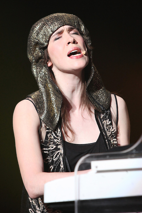 NEW YORK - MAY 25:  Singer/songwriter Imogen Heap performs onstage during the Ellipse World Tour at the Hammerstein Ballroom on May 25, 2010 in New York City.  (Photo by Roger Kisby/Getty Images)