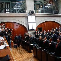Toluca, México.- Los 75 integrantes de la LVIII Legislatura del Estado de México rindieron protesta, luego de que la Diputación Permanente tomó constitución de la misma y rindió un informe de labores. Agencia MVT /Crisanta Espinosa