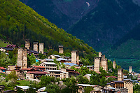 Georgie, Svanetie, la Haute Svanetie, Mestia, patrimoine mondial de l'UNESCO, tour maisons appelées Koki // Georgia, Svaneti, Mestia, UNESCO world heritage with their towers called Koki