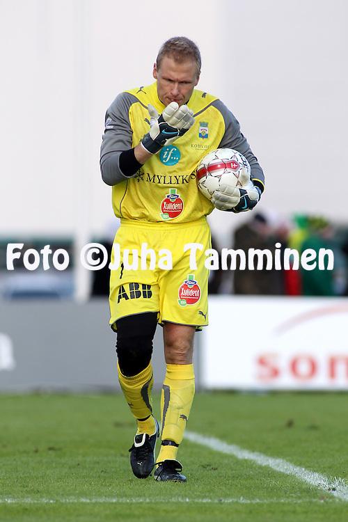 18.04.2010, Tapiolan Urheilupuisto, Espoo..Veikkausliiga 2010, FC Honka - Myllykosken Pallo-47..Antti Kuismala - MyPa.©Juha Tamminen.