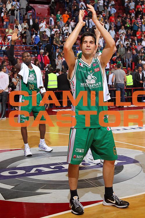 DESCRIZIONE : Milano Lega A 2009-10 Playoff Finale Gara 3 Armani Jeans Milano Montepaschi Siena<br /> GIOCATORE : Nikolaos Zisis Romain Sato<br /> SQUADRA : Montepaschi Siena<br /> EVENTO : Campionato Lega A 2009-2010 <br /> GARA : Armani Jeans Milano Montepaschi Siena<br /> DATA : 17/06/2010<br /> CATEGORIA : Ritratto Esultanza<br /> SPORT : Pallacanestro <br /> AUTORE : Agenzia Ciamillo-Castoria/G.Cottini<br /> Galleria : Lega Basket A 2009-2010 <br /> Fotonotizia : Milano Lega A 2009-10 Playoff Finale Gara 3 Armani Jeans Milano Montepaschi Siena<br /> Predefinita :
