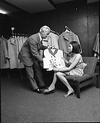 25/06/1969.06/25/1969.25 June 1969.Miss Ireland, Patricia Byrne presented with new outfit at Doreen Ltd.(Leslie Vard).