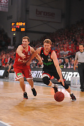 21.06.2015, Brose Arena, Bamberg, GER, Beko Basketball BL, Brose Baskets Bamberg vs FC Bayern Muenchen, Playoffs, Finale, 5. Spiel, im Bild Lucca Staiger (FC Bayern Muenchen / rechts) versucht sich gegen Janis Strelnieks (Brose Baskets Bamberg / links) durchzusetzen. // during the Beko Basketball Bundes league Playoffs, final round, 5th match between Brose Baskets Bamberg and FC Bayern Muenchen at the Brose Arena in Bamberg, Germany on 2015/06/21. EXPA Pictures &copy; 2015, PhotoCredit: EXPA/ Eibner-Pressefoto/ Merz<br /> <br /> *****ATTENTION - OUT of GER*****