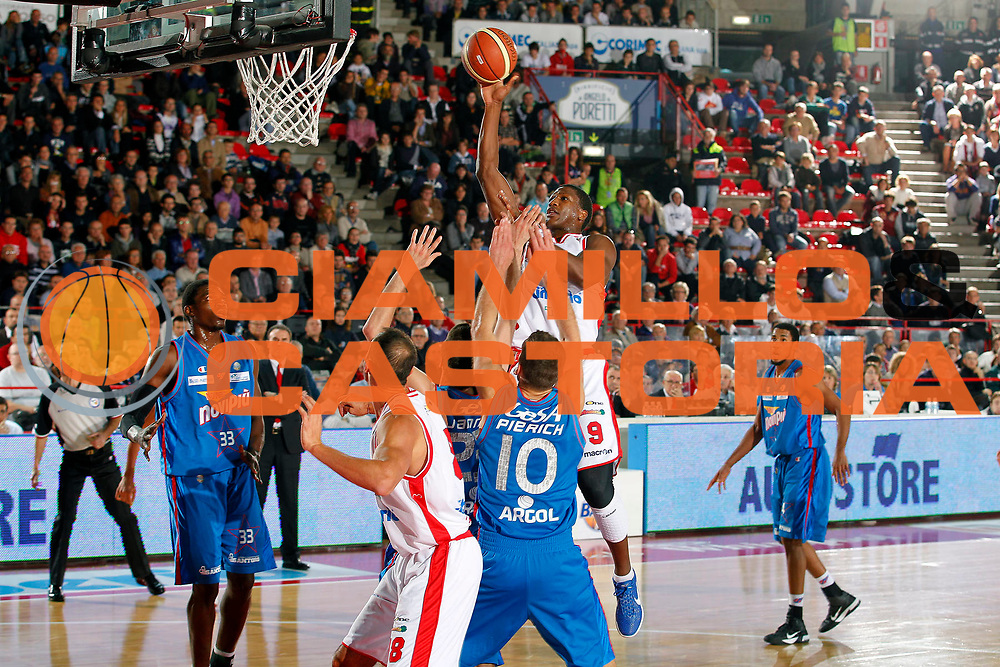 DESCRIZIONE : Varese Campionato Lega A 2011-12 Cimberio Varese Novipiu Casale Monferrato<br /> GIOCATORE : Yakhouba Diawara<br /> CATEGORIA : Tiro<br /> SQUADRA : Cimberio Varese<br /> EVENTO : Campionato Lega A 2011-2012<br /> GARA : Cimberio Varese Novipiu Casale Monferrato<br /> DATA : 23/10/2011<br /> SPORT : Pallacanestro<br /> AUTORE : Agenzia Ciamillo-Castoria/G.Cottini<br /> Galleria : Lega Basket A 2011-2012<br /> Fotonotizia : Varese Campionato Lega A 2011-12 Cimberio Varese Novipiu Casale Monferrato<br /> Predefinita :