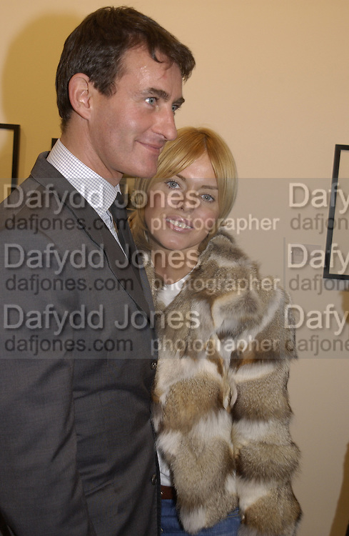 Tim Jeffries and Patsy Kensit. Robert Doisneau exhibition preview. Hamiltons. 20 November 2001. © Copyright Photograph by Dafydd Jones 66 Stockwell Park Rd. London SW9 0DA Tel 020 7733 0108 www.dafjones.com