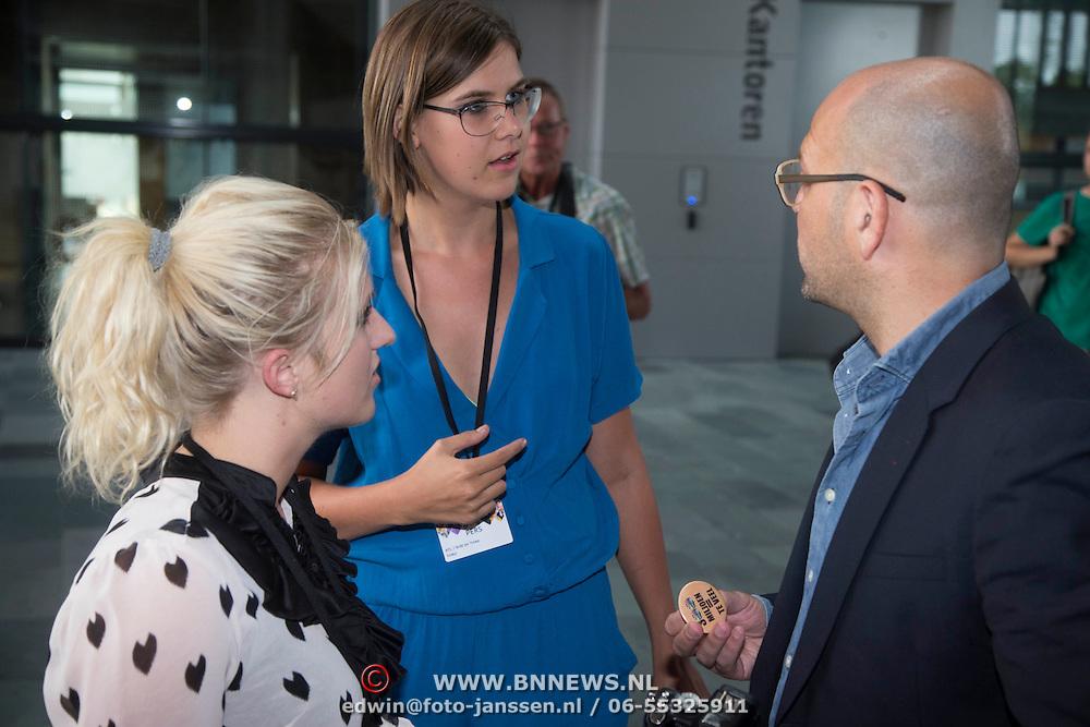 NLD/Hilversum/20130829 - Najaarspresentatie NPO 2013, Britt Dekker en Ymke Wieringa interviewen