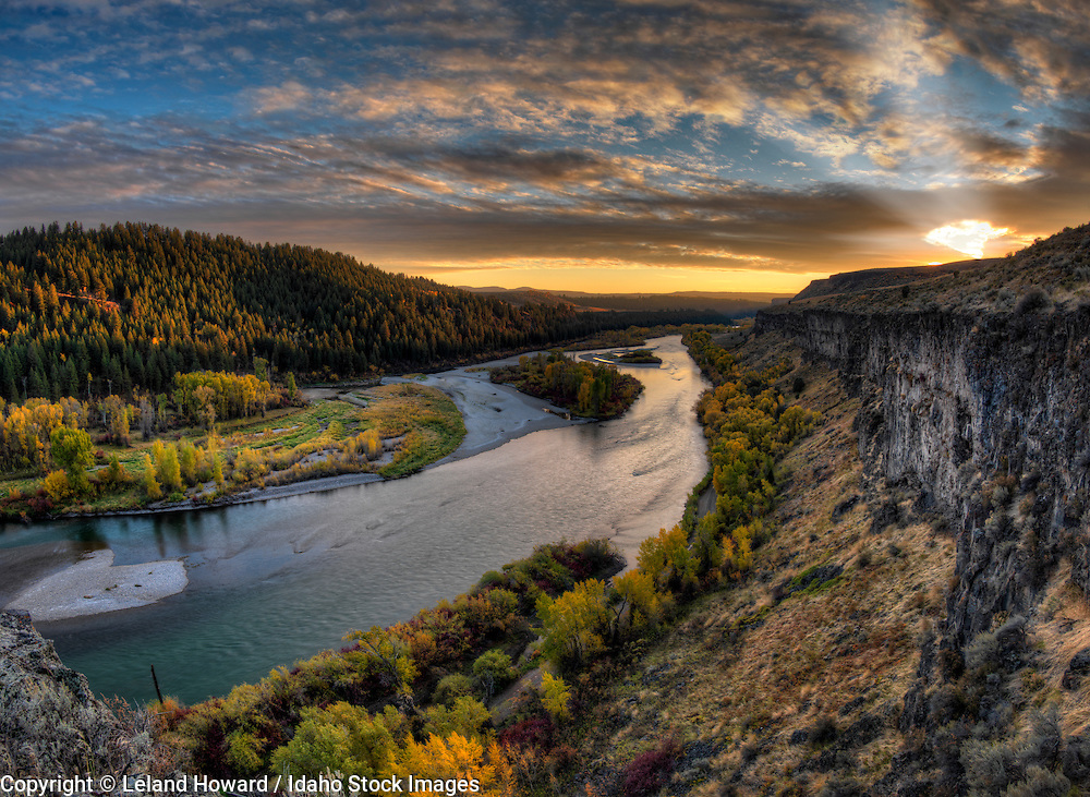 Idaho, east, south fork of the Snake River in autumn at sunset..The South Fork of the Snake River stretches some 60 miles from Palisades Dam to its confluence with the Henry's Fork. Cottonwood, fir and aspen forests provide habitat for Idaho's highest concentration of bald eagles.