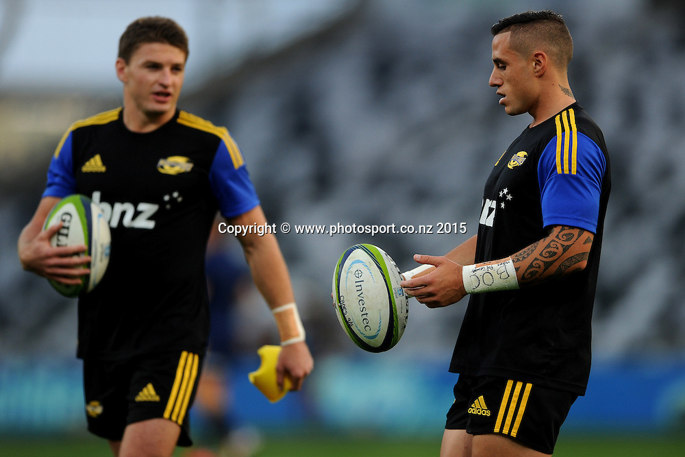 TJ Perenara of the Hurricanes warms up, prior to the Super Rugby Match between the Highlanders and the Hurricanes, at Forsyth Barr Stadium, Dunedin, New Zealand, 20 March 2015. Credit: Joe Allison / www.photosport.co.nz