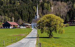 THEMENBILD - Blick auf die Kirche von Gerling, aufgenommen am 30. April 2017, Maishofen, Österreich // View of the church of Gerling at Maishofen, Austria on 2017/04/30. EXPA Pictures © 2017, PhotoCredit: EXPA/ JFK