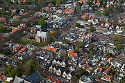 Nederland, Noord-Holland, Bergen, 28-04-2010; Diagonaal de Kerkstraat met Ruinekerk, horizontaal het Plein met winkelcentrum..Kerkstraat with Ruin church diagonally, horizontally the Square shopping centre..aerial photo (additional fee required).foto/photo Siebe Swart