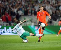 FUSSBALL     UEFA CUP  FINALE  SAISON 2008/2009 Shakhtar Donetsk - SV Werder Bremen 20.05.2009 Torsten Frings (Bremen links) gegen Mariusz Lewandowski (Shakhtar)