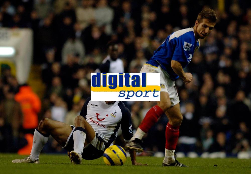 Photo: Daniel Hambury.<br />Tottenham Hotspur v Portsmouth. The Barclays Premiership. 12/12/2005.<br />Tottenham's Edgar Davids and Portsmouth's Gary O'Neill.