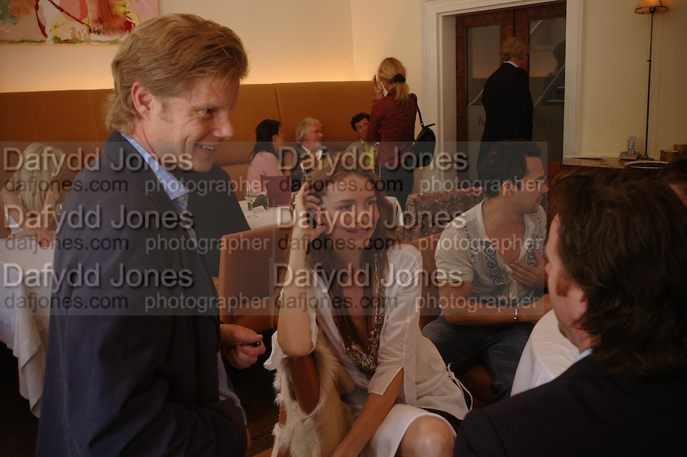 Luc Roeg and Saffron Burrows.  Lunch party for Brooke Shields hosted by charles finch and Patrick Cox. Mortons. Berkeley Sq. 6 July 2005. ONE TIME USE ONLY - DO NOT ARCHIVE  © Copyright Photograph by Dafydd Jones 66 Stockwell Park Rd. London SW9 0DA Tel 020 7733 0108 www.dafjones.com