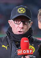 Fussball  DFB Pokal  Achtelfinale  2017/2018   FC Bayern Muenchen - Borussia Dortmund        20.12.2017 Trainer Peter Stoeger (Borussia Dortmund)  gibt seinem Heimatsender ORF ein Interview