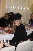 Eloise Anson, I.D. magazine dinner for John Dempsey of Mac cosmetics, Fifth floor restaurant, Harvey Nichols. 17 December 2002. © Copyright Photograph by Dafydd Jones 66 Stockwell Park Rd. London SW9 0DA Tel 020 7733 0108 www.dafjones.com
