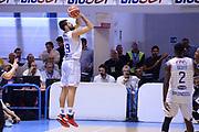 DESCRIZIONE : Brindisi  Lega A 2015-16<br /> Enel Brindisi Obiettivo Lavoro Virtus Bologna<br /> GIOCATORE : Andrea Zerini<br /> CATEGORIA : Tiro Tre Punti Three Point Controcampo<br /> SQUADRA : Enel Brindisi<br /> EVENTO : Campionato Lega A 2015-2016<br /> GARA :Enel Brindisi Obiettivo Lavoro Virtus Bologna<br /> DATA : 11/10/2015<br /> SPORT : Pallacanestro<br /> AUTORE : Agenzia Ciamillo-Castoria/M.Longo<br /> Galleria : Lega Basket A 2014-2015<br /> Fotonotizia : Brindisi  Lega A 2015-16 Enel Brindisi Obiettivo Lavoro Virtus Bologna<br /> Predefinita :