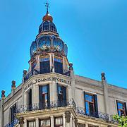"""Ubicado en avda. Rivadavia y Ayacucho, el edificio es obra del Ing. Eduardo Rodríguez Ortega (argentino 1871-1938) y refleja, junto con el """"Palacio de los Lirios"""", también de su autoría y ubicado a pocos metros, la influencia que tuvo el gran arquitecto catalán Antoni Gaudí sobre él."""