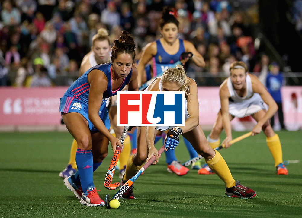 JOHANNESBURG, SOUTH AFRICA - JULY 12: Shelley Jones of South Africa and Rocio Sanchez of Argentina battle for possession during day 3 of the FIH Hockey World League Semi Finals Pool B match between South Africa and Argentina at Wits University on July 12, 2017 in Johannesburg, South Africa. (Photo by Jan Kruger/Getty Images for FIH)