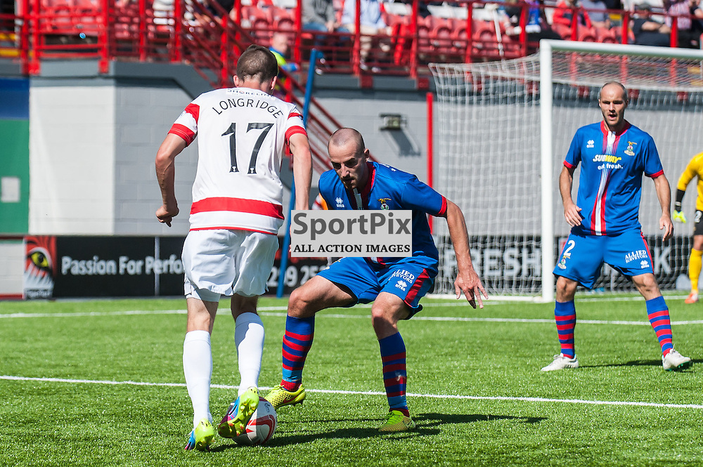 Hamilton Accies Louis Longridge looks to try and beat Inverness' Gary Warren. Action from the Hamilton Accies v Inverness Caledonian Thistle game in the Scottish Premiership at New Douglas Park in Hamilton, 9 August 2014. (c) Paul J Roberts / Sportpix.org.uk