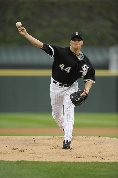 CHICAGO - SEPTEMBER 19:  Jake Peavy #44 of the Chicago White Sox pitches against the Kansas City Royals on September 19, 2009 at U.S. Cellular Field in Chicago, Illinois.  Peavy was making his debut as a member of the Chicago White Sox.  The White Sox defeated the Royals 13-3.  (Photo by Ron Vesely)