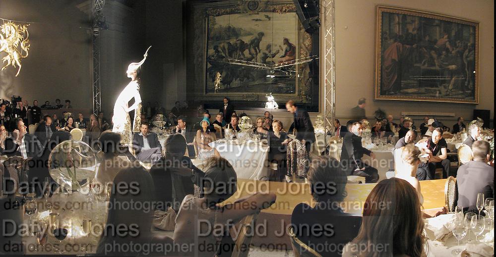 Moet and Chandon fashion tribute to Philip treacy. V. & a. 16 April 2002. © Copyright Photograph by Dafydd Jones 66 Stockwell Park Rd. London SW9 0DA Tel 020 7733 0108 www.dafjones.com