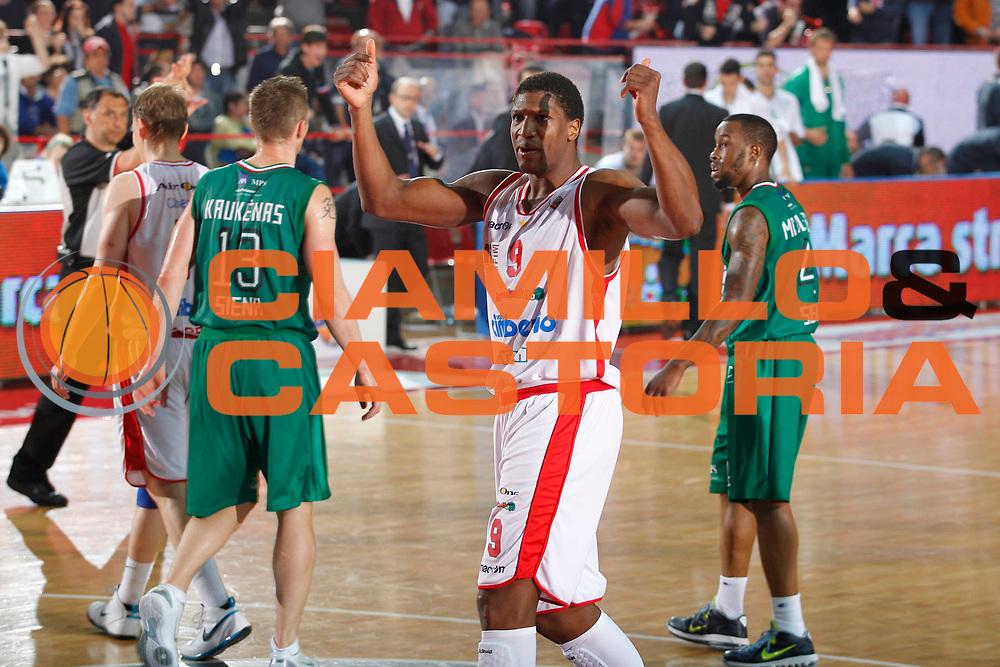 DESCRIZIONE : Varese Lega A 2011-12 Cimberio Varese Montepaschi Siena Quarti di Finale Play off gara 3<br /> GIOCATORE : Yakhouba Diawara<br /> CATEGORIA : Ritratto Esultanza<br /> SQUADRA : Cimberio Varese<br /> EVENTO : Campionato Lega A 2011-2012 Quarti di Finale Play off gara 3 <br /> GARA : Cimberio Varese Montepaschi Siena<br /> DATA : 21/05/2012<br /> SPORT : Pallacanestro <br /> AUTORE : Agenzia Ciamillo-Castoria/G.Cottini<br /> Galleria : Lega Basket A 2011-2012  <br /> Fotonotizia : Varese Lega A 2011-12 Cimberio Varese Montepaschi Siena Quarti di Finale Play off gara 3<br /> Predefinita :