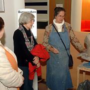 NLD/Huizen/20060324 - Afscheid burgemeester Jos Verdier van de bevolking als burgemeester van Huizen, beeldhouwster