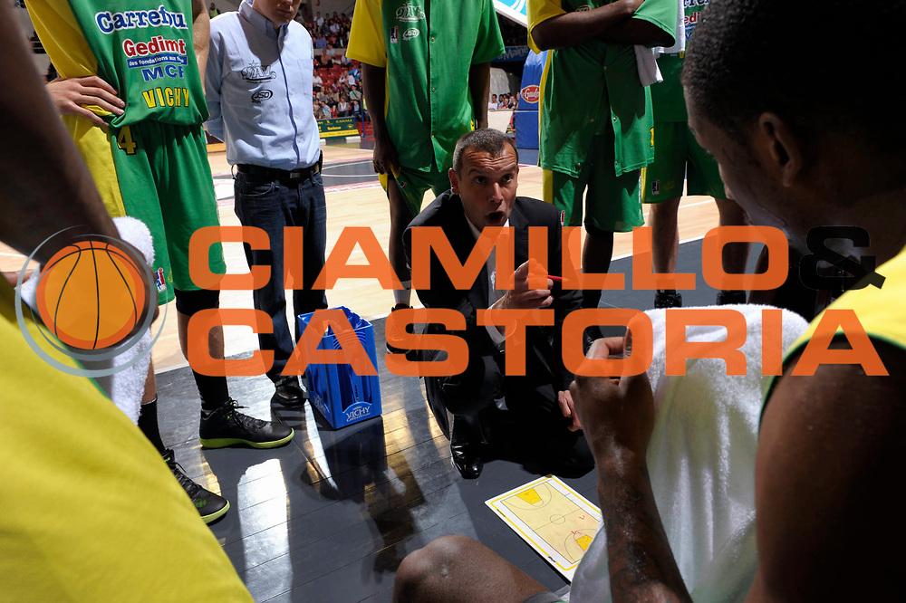 DESCRIZIONE : Championnat de France Basket Ligue Pro A  au Mans<br /> GIOCATORE : BESSON Jean Philippe Coach<br /> SQUADRA : Vichy<br /> EVENTO : Ligue Pro A 2010-2011<br /> GARA : Le Mans Vichy<br /> DATA : 09/04/2011<br /> CATEGORIA : Basketbal France Ligue Pro A<br /> SPORT : Basketball<br /> AUTORE : JF Molliere par Agenzia Ciamillo-Castoria <br /> Galleria : France Basket 2010-2011 Action<br /> Fotonotizia : Championnat de France Basket Ligue Pro A au Mans<br /> Predefinita :