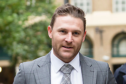 © Licensed to London News Pictures. 15/10/2015. London, UK. BRENDON MCCULLUM arrives at Southwark Crown Court in London to give evidenc in the Chris Cairns trial. The former New Zealand cricketer, Chris Cairns is currently in court on charges of perjury and perverting the course of justice while his Barrister Andrew Fitch-Holland denies one count of perverting the course of justice. Photo credit : Vickie Flores/LNP