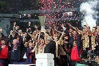 ◊Copyright:<br />GEPA pictures<br />◊Photographer:<br />Hans Simonlehner<br />◊Name:<br />Pokal<br />◊Rubric:<br />Sport<br />◊Type:<br />Fussball<br />◊Event:<br />UEFA Cup Finale, Sporting Lissabon vs ZSKA Moskau<br />◊Site:<br />Lissabon, Portugal<br />◊Date:<br />18/05/05<br />◊Description:<br />Mannschaft von ZSKA Moskau bei der Pokaluebernahme, Jubel<br />◊Archive:<br />DCSSL-180505632<br />◊RegDate:<br />19.05.2005<br />◊Note:<br />TM/TM - Nutzungshinweis: Es gelten unsere Allgemeinen Geschaeftsbedingungen (AGB) bzw. Sondervereinbarungen in schriftlicher Form. Die AGB finden Sie auf www.GEPA-pictures.com.<br />Use of picture only according to written agreements or to our business terms as shown on our website www.GEPA-pictures.com
